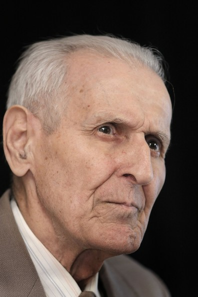 the issue of physician assisted suicides and the actions of dr jack kevorkian A 5 page paper that supports the actions of doctors like jack kevorkian who have  the issue of assisted suicide  physician assisted suicide / the role of dr.